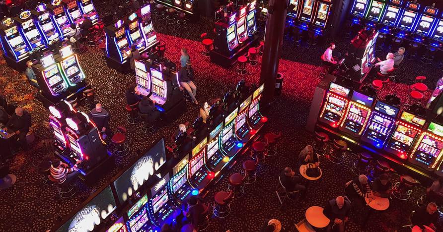 Cazinouri sociale vs cazinouri online